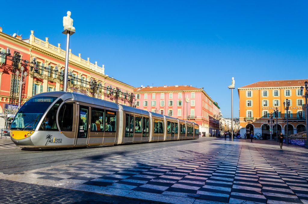 Place massena Nice et son tramway