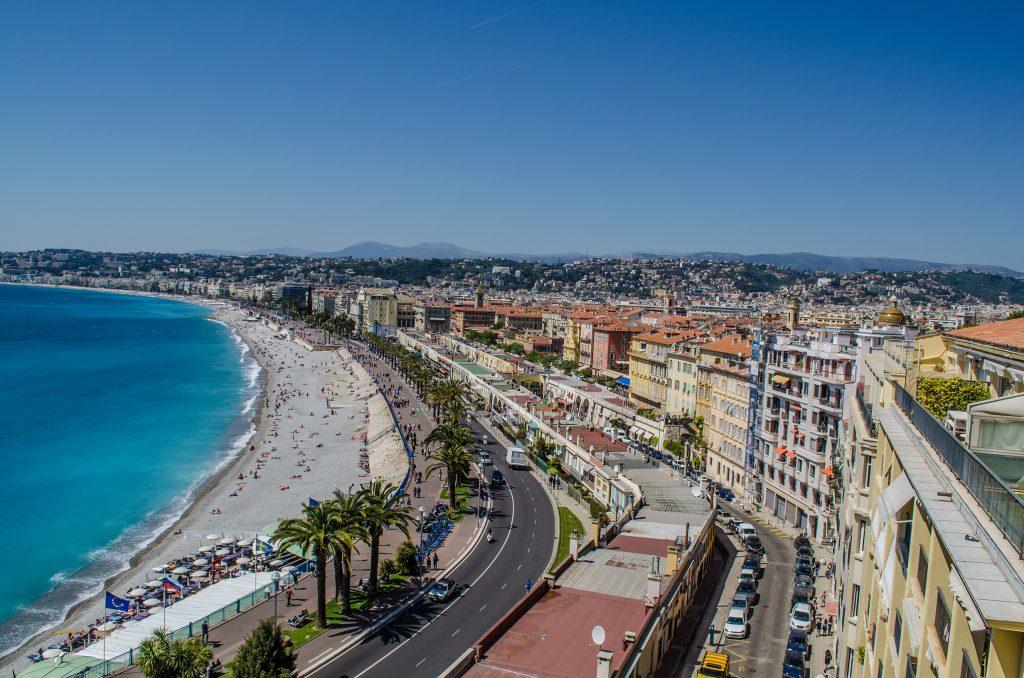 Vue sur Nice, promenade des anglais depuis le chateau de Nice