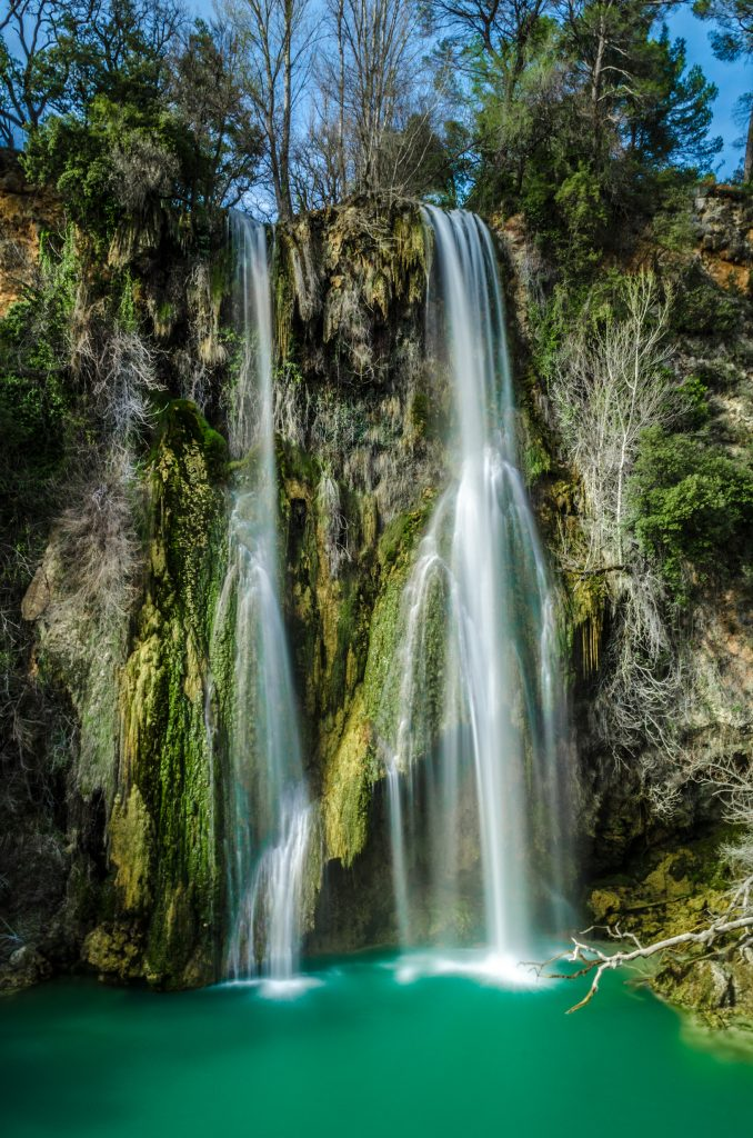 Vue complète de la cascade de Sillans la Cascade