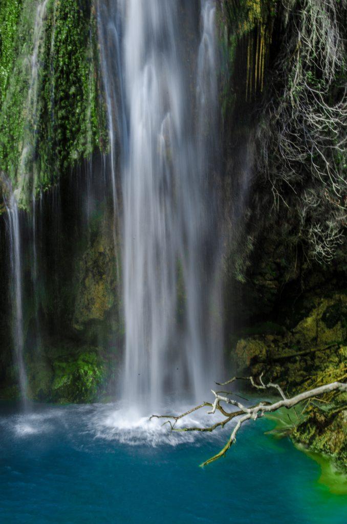 Zoom sur la cascade de Sillans la Cascade