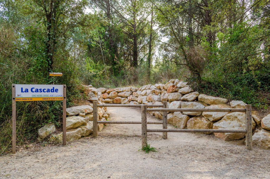 Chemin pour ce rendre a la cascade de Sillans la Cascade