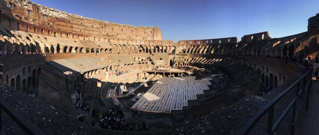 Intérieur du Colisé de Rome en Italie
