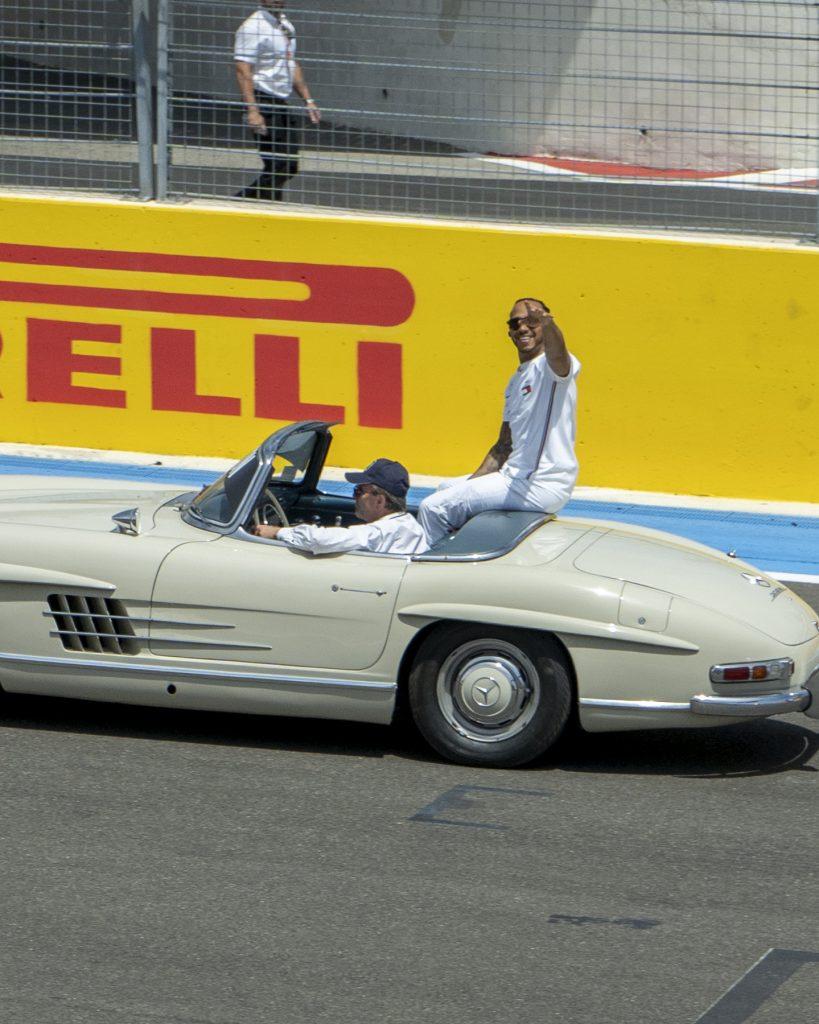 Lewis Hamilton salut la foule
