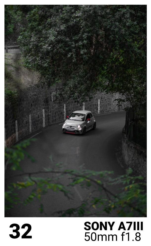 voiture de sport sur la route